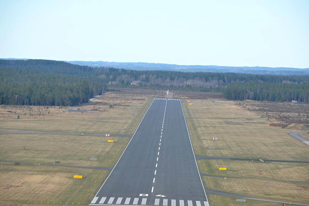Färden började här, vid Hagsult flygfält och fick ett snörpligt slut när polisen grep dem vid hemkomsten i Landskrona.